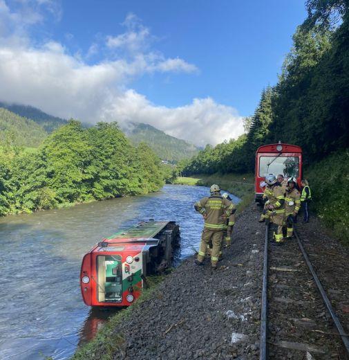 Zugunglück in Kendlbruck - Freiwilige Feuerwehr Tamsweg - Jederzeit für Sie im Einsatz